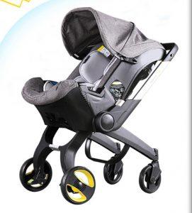 Xe đẩy trẻ emDEELA ( thương hiệu hàng đầu thế giới về các sản phẩm chăm sóc sức khỏe bà mẹ và trẻ em).Với thiết kế thông minh tay đẩy hai chiều, hệ thống 8 bánh xe linh hoạt, khung kim loại chắc chắn, xe lót bông ấm áp mềm mại, bổ sung thêm giỏ đựng đồ tiện lợi; xe đẩy trẻ em nâng đỡ bé hoàn hảo trong suốt quá trình di chuyển, để bé yêu của bạn được thoải mái và an toàn nhất. Sản phẩm phù hợp sử dụng từ khi bé sơ sinh. Đặc điểm nổi bật của sản phẩm:Xe đẩy trẻ em DEELAđược trang bị hệ thống 8 bánh xe đôi kết hợp chốt khóa chống xoay tròn bánh giúp mẹ và bé di chuyển hiệu quả. Phanh an toàn chốt ở hai bánh phía sau, có thể bật mở dễ dàng mỗi khi mẹ dừng xe. Mái che rộng rãi, bảo vệ bé khỏi tia nắng mặt trời gây hại với mái che phía trên. có thể điều chỉnh theo 3 tư thế: Nằm, ngồi, ngả thay đổi phù hợp với nhu cầu của bé. Chức năng đẩy hai chiều tiện lợi cho mẹ. Ba mẹ có thể để bé hướng mặt vào trong khi di chuyển (bảo vệ an toàn cho bé khi đến những địa điểm đông người). Bé được nâng đỡ hoàn hảo trên lớp đệm bông êm ái mềm mại với chất liệu cotton thấm hút mồ hôi nhanh và thoáng mát. Lớp đệm trên xe cũng có thể tháo ra đê vệ sinh sạch sẽ dễ dàng. Bổ sung thêm giá để đồ tiện lợi ớ phía dưới để đựng những vật dụng cần thiết cho mẹ và bé (bỉm, sữa, khăn...).